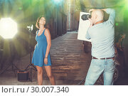 Купить «woman posing for professional photographer», фото № 30007340, снято 5 октября 2018 г. (c) Яков Филимонов / Фотобанк Лори