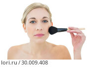 Купить «Natural young blonde woman applying powder on her cheek», фото № 30009408, снято 6 июня 2013 г. (c) Wavebreak Media / Фотобанк Лори
