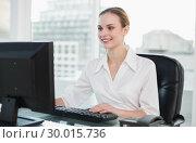 Купить «Smiling businesswoman sitting at desk », фото № 30015736, снято 26 июня 2013 г. (c) Wavebreak Media / Фотобанк Лори