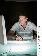 Купить «Handsome concentrating computer engineer working at night», фото № 30017332, снято 28 июня 2013 г. (c) Wavebreak Media / Фотобанк Лори