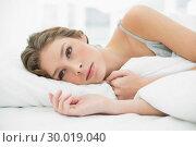 Купить «Calm woman lying under the cover on her white bed», фото № 30019040, снято 9 июля 2013 г. (c) Wavebreak Media / Фотобанк Лори