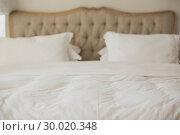 Купить «Empty bed with white duvet cover», фото № 30020348, снято 30 мая 2013 г. (c) Wavebreak Media / Фотобанк Лори