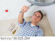 Купить «Technician servicing an hot water heater», фото № 30025284, снято 25 июля 2013 г. (c) Wavebreak Media / Фотобанк Лори