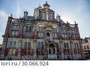 Купить «Здание Ратуши в Делфте на Рыночной площади, Нидерланды», фото № 30066924, снято 3 июля 2018 г. (c) V.Ivantsov / Фотобанк Лори