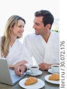 Купить «Couple using laptop on breakfast table», фото № 30072176, снято 17 декабря 2013 г. (c) Wavebreak Media / Фотобанк Лори