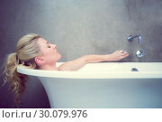 Купить «Serene blonde lying in the bath », фото № 30079976, снято 24 января 2014 г. (c) Wavebreak Media / Фотобанк Лори