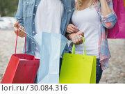 Купить «Hip young couple holding shopping bags», фото № 30084316, снято 19 февраля 2014 г. (c) Wavebreak Media / Фотобанк Лори