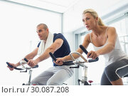Купить «Determined couple working on exercise bikes at gym», фото № 30087208, снято 27 февраля 2014 г. (c) Wavebreak Media / Фотобанк Лори