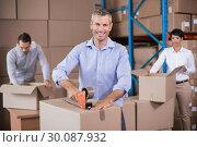 Купить «Warehouse workers packing up boxes», фото № 30087932, снято 10 мая 2014 г. (c) Wavebreak Media / Фотобанк Лори