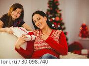 Купить «Daughter giving her mother a christmas present», фото № 30098740, снято 24 июля 2014 г. (c) Wavebreak Media / Фотобанк Лори