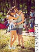 Hipster couple smiling and hugging. Стоковое фото, агентство Wavebreak Media / Фотобанк Лори