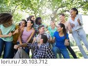 Happy friends in the park. Стоковое фото, агентство Wavebreak Media / Фотобанк Лори
