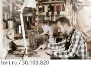 Купить «Professional man worker working on stitches for belt», фото № 30103820, снято 22 марта 2019 г. (c) Яков Филимонов / Фотобанк Лори