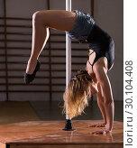 Купить «Young woman in denim shorts practicing pole dancing», фото № 30104408, снято 22 апреля 2019 г. (c) Яков Филимонов / Фотобанк Лори