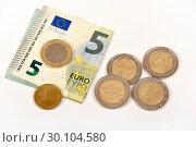 Купить «Монеты и купюра евро», эксклюзивное фото № 30104580, снято 19 февраля 2019 г. (c) Юрий Морозов / Фотобанк Лори