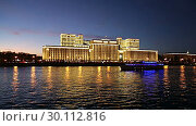 Купить «Main Building of the Ministry of Defence of the Russian Federation (Minoboron), at night-- is the governing body of the Russian Armed Forces and Moskva River. Moscow, Russia.», видеоролик № 30112816, снято 19 февраля 2019 г. (c) Владимир Журавлев / Фотобанк Лори