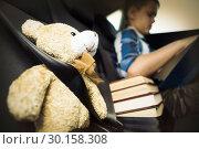 Купить «Teenage boy reading book in the car», фото № 30158308, снято 18 декабря 2018 г. (c) Wavebreak Media / Фотобанк Лори