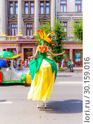 "Купить «Russia Samara August 2018: A girl on stilts in a festive floral costume at the ""Festival of Flowers"" procession», фото № 30159016, снято 25 августа 2018 г. (c) Акиньшин Владимир / Фотобанк Лори"