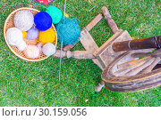 Купить «Elements of old life. Spinning wheel and thread on green grass», фото № 30159056, снято 25 августа 2018 г. (c) Акиньшин Владимир / Фотобанк Лори