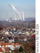 Купить «Bottrop, housing estate with many solar roofs, behind the Scholven power plant, a power plant of Uniper Kraftwerke GmbH in Gelsenkirchen.», фото № 30160324, снято 20 января 2019 г. (c) Caro Photoagency / Фотобанк Лори