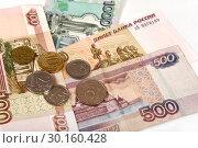 Купить «Российские купюры и монеты», эксклюзивное фото № 30160428, снято 19 февраля 2019 г. (c) Юрий Морозов / Фотобанк Лори