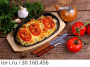 Купить «Meat with cheese, baked in the oven in a portion skillet», фото № 30160456, снято 16 декабря 2018 г. (c) Марина Володько / Фотобанк Лори