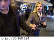 man is stole the handbag from female. Стоковое фото, фотограф Яков Филимонов / Фотобанк Лори