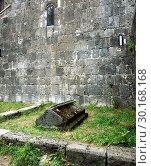 Купить «Древнее захоронение в монастыре Санаин», фото № 30168168, снято 28 сентября 2018 г. (c) Инна Грязнова / Фотобанк Лори