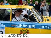 Купить «Советский автомобиль госавтоинспекции на ралли старинных автомобилей в Москве», фото № 30175132, снято 25 июня 2017 г. (c) Free Wind / Фотобанк Лори
