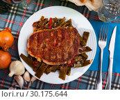 Купить «Top view of beef entrecote with green beans and bell pepper», фото № 30175644, снято 18 марта 2019 г. (c) Яков Филимонов / Фотобанк Лори
