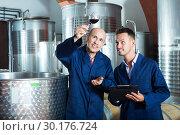 Купить «Workers taking notes wine sample», фото № 30176724, снято 25 апреля 2019 г. (c) Яков Филимонов / Фотобанк Лори