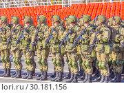 Купить «Russia Samara May 2018: Soldiers with automatic weapons.», фото № 30181156, снято 5 мая 2018 г. (c) Акиньшин Владимир / Фотобанк Лори
