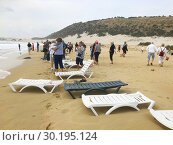 Tourists visiting the abandoned Golden Beach. North Cyprus, Karpass Peninsula. (2018 год). Редакционное фото, фотограф Andre Maslennikov / age Fotostock / Фотобанк Лори