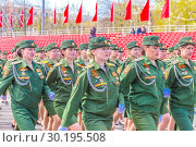 Купить «Russia Samara May 2018: beautiful women soldiers are marching in formation.», фото № 30195508, снято 5 мая 2018 г. (c) Акиньшин Владимир / Фотобанк Лори