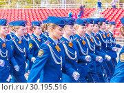 Купить «Russia Samara May 2018: beautiful women soldiers are marching in formation.», фото № 30195516, снято 5 мая 2018 г. (c) Акиньшин Владимир / Фотобанк Лори