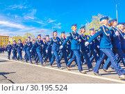 Купить «Russia Samara May 2018: beautiful women soldiers are marching in formation.», фото № 30195524, снято 5 мая 2018 г. (c) Акиньшин Владимир / Фотобанк Лори