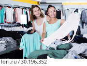 Купить «Customers looking for new garments», фото № 30196352, снято 19 июня 2017 г. (c) Яков Филимонов / Фотобанк Лори