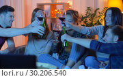Купить «friends with drinks and pizza watching tv at home», видеоролик № 30206540, снято 12 января 2019 г. (c) Syda Productions / Фотобанк Лори