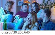 Купить «friends with beer and popcorn watching tv at home», видеоролик № 30206640, снято 12 января 2019 г. (c) Syda Productions / Фотобанк Лори