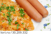 Купить «Тушёная капуста с сосисками», эксклюзивное фото № 30209332, снято 25 февраля 2019 г. (c) Dmitry29 / Фотобанк Лори