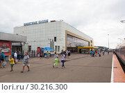 Купить «Билетные кассы на железнодорожной станции Ярославль Главный», фото № 30216300, снято 9 июля 2018 г. (c) Николай Мухорин / Фотобанк Лори