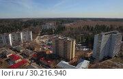 Купить «Flying over township in the country, Russia», видеоролик № 30216940, снято 22 апреля 2019 г. (c) Данил Руденко / Фотобанк Лори