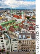 Вид на город со смотровой площадки бывшей зенитной башни (сейчас океанариум Дом Моря). Вена, Австрия (2017 год). Стоковое фото, фотограф Bala-Kate / Фотобанк Лори