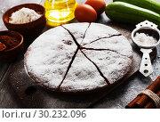 Купить «Zucchini cake with cocoa powder», фото № 30232096, снято 12 октября 2018 г. (c) Надежда Мишкова / Фотобанк Лори