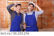 Купить «Two shocked professional builders», фото № 30233216, снято 12 февраля 2019 г. (c) Яков Филимонов / Фотобанк Лори