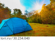 Купить «The tourist tent stands on a clearing in the autumn forest near the cliff.», фото № 30234040, снято 4 сентября 2018 г. (c) Акиньшин Владимир / Фотобанк Лори