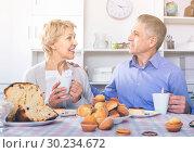 Купить «Mature couple have an afternoon snack with fresh muffins and cake», фото № 30234672, снято 23 марта 2019 г. (c) Яков Филимонов / Фотобанк Лори