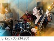 Купить «Positive guitar player and singer with band», фото № 30234800, снято 26 октября 2018 г. (c) Яков Филимонов / Фотобанк Лори