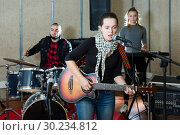 Купить «Active guitar player and singer with band», фото № 30234812, снято 26 октября 2018 г. (c) Яков Филимонов / Фотобанк Лори