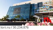 Купить «Palais of Festivals and Conferences, Cannes», фото № 30234876, снято 3 декабря 2017 г. (c) Яков Филимонов / Фотобанк Лори